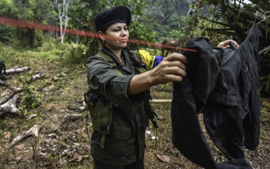 """""""Manuela"""" de 25 años de edad, ya tenía a su hija Nicole cuando se integró a las FARC. (Foto: AFP)"""