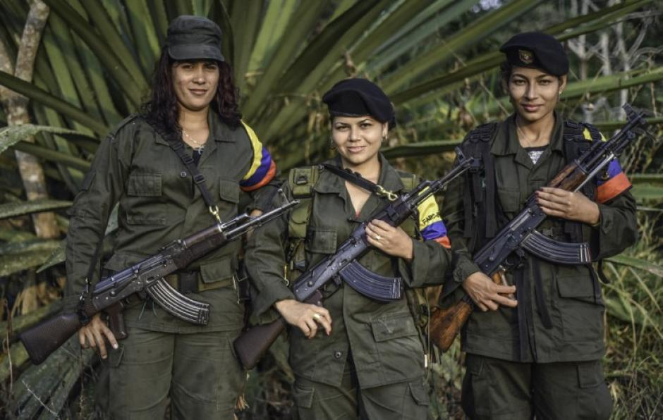 De izquierda a derecha; Luisa, Manuela y Rosmira, integrantes de las FARC. (Foto: AFP)