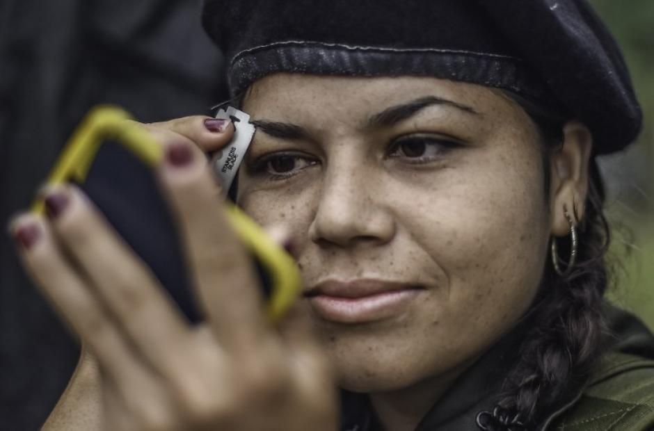 """""""Manuela"""" no pierde el toque femenino en una zona montañosa de Colombia. (Foto: AFP)"""