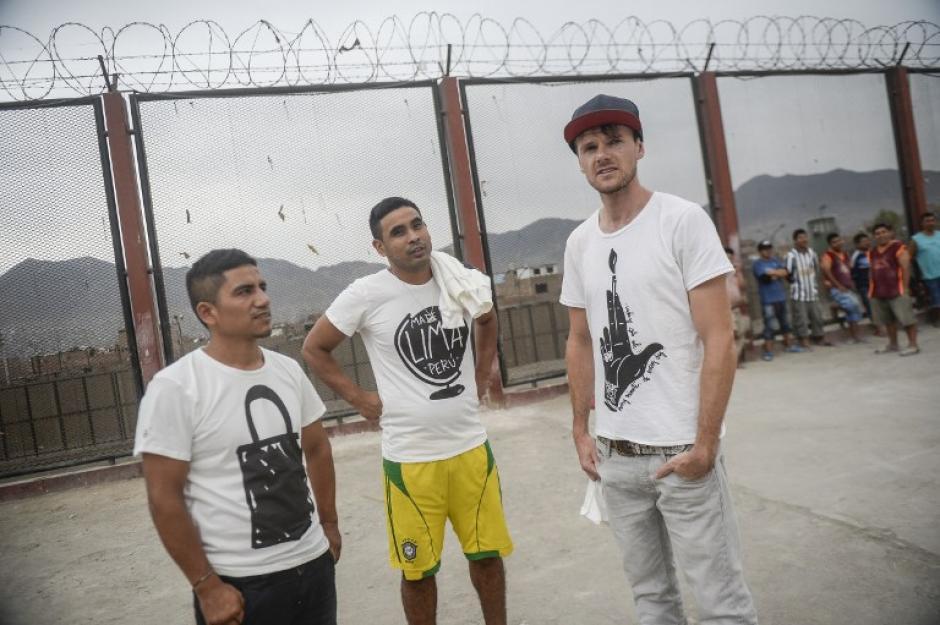 Hay buena vibra entre los detenidos, y Thomas se ha sabido ganar el aprecio entre los reclusos. (Foto: AFP)