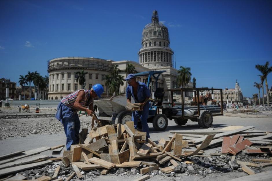 Los trabajos se hacen a marchas forzadas para que todo parezca estar bien. (Foto: AFP)