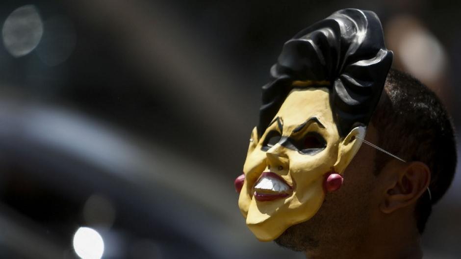 La presidenta Dilma Rousseff ha sido el motivo para que algunos brasileños tomen las calles. (Foto: AFP/Miguel SCHINCARIOL)