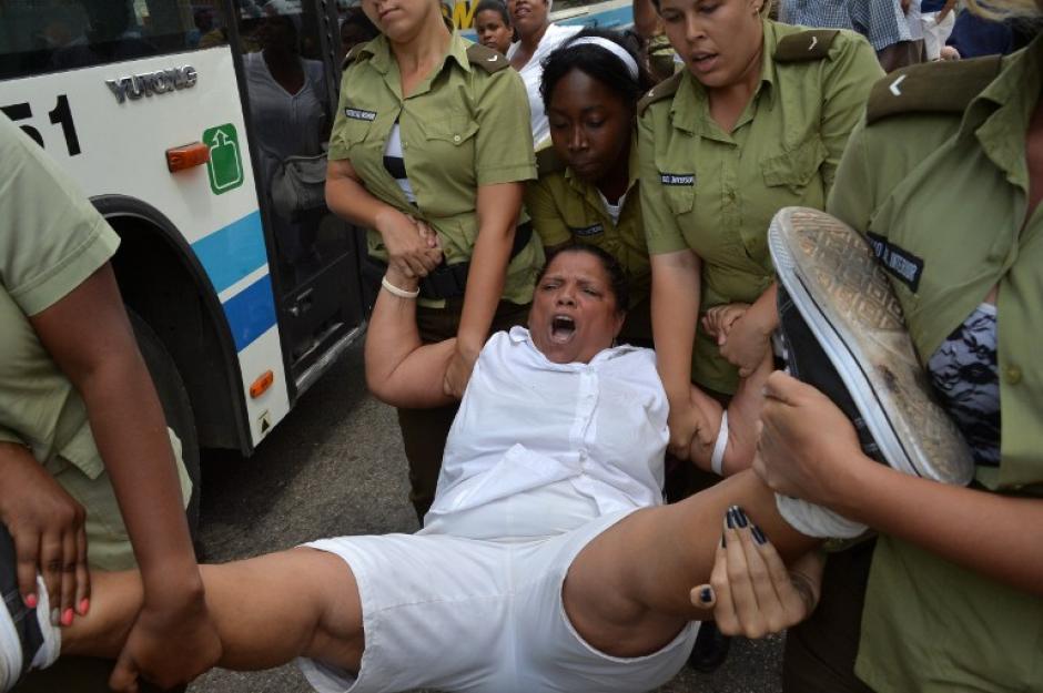 Decenas de cubanos fueron detenidos previo al arribo de Barack Obama. (Foto: AFP)