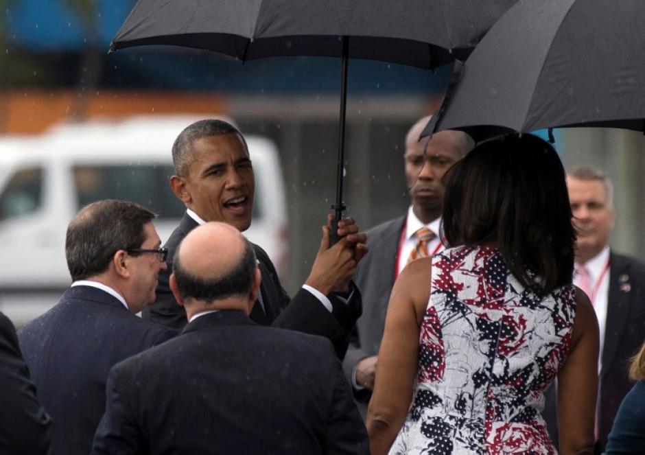 Obama fue recibido por autoridades cubanas en el Aeropuerto José Martí. (Foto: AFP)