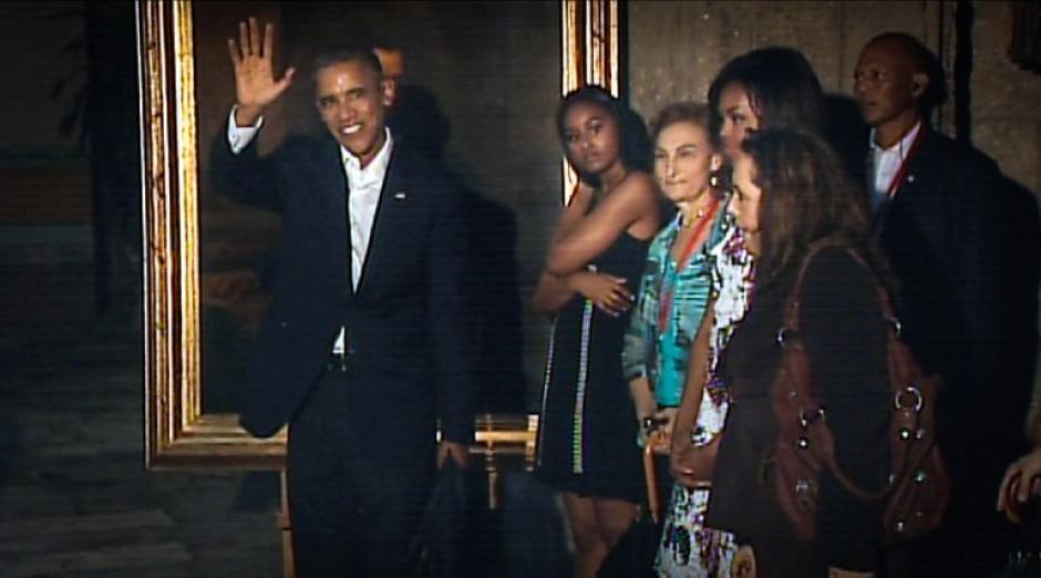 El mandatario y su familia se dirige a la Catedral de Cuba. (Foto: AFP)