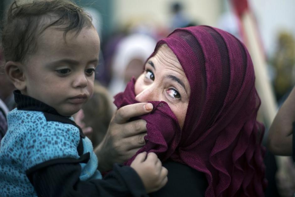 Esta mujer protesta encontra la reducción de la ayuda alimentaria a los refugiados palestinos en Gaza. El Organismo de Obras Públicas y Socorro de las Naciones Unidas para los Refugiados (OOPS) cuenta con más de 200 centros en la Franja de Gaza, que proporciona educación, asistencia sanitaria y servicios sociales a los refugiados palestinos.