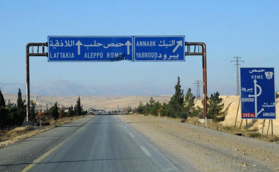 Desolada luce la carretera que conduce a la frontera con el Líbano. Foto AFP