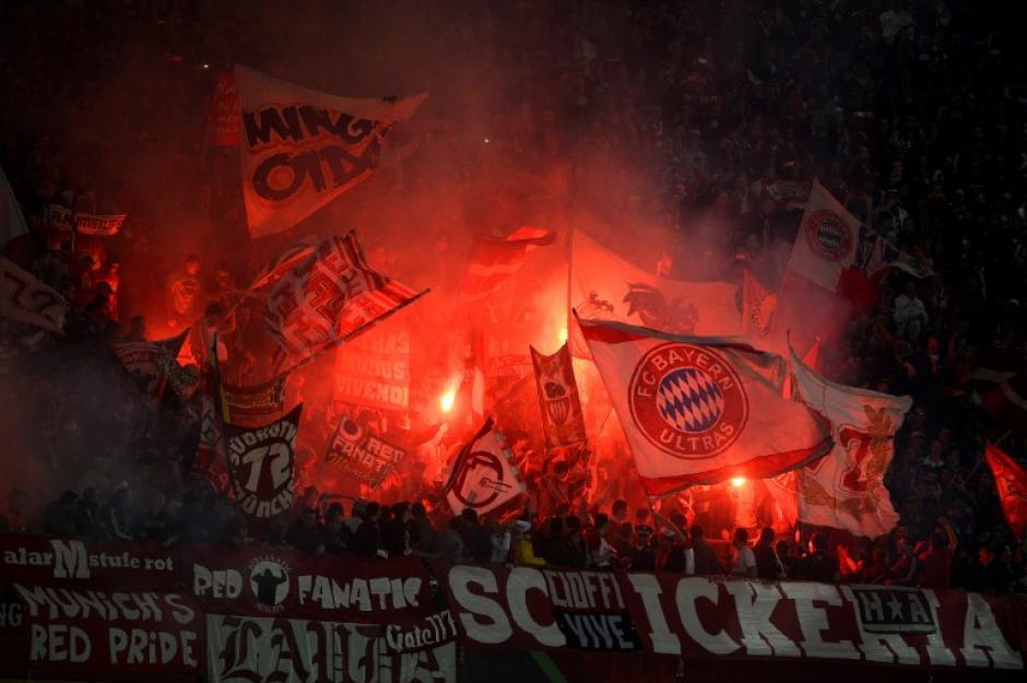 Miles de aficionados bávaros viajaron a Marruecos para apoyar a su equipo. (AFP)