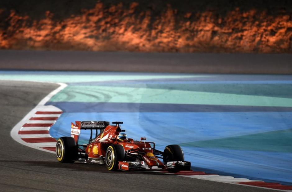 El español Fernando Alonso fue noveno en Baréin y marcha cuarto en la general. (Foto: AFP)