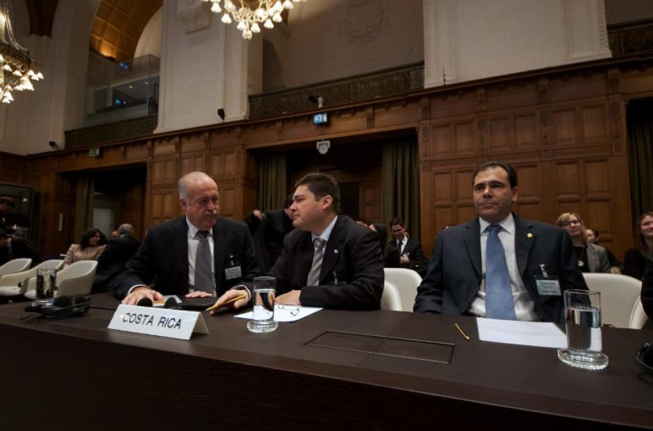 La CIJ decidió amplió las medidas cautelares impuestas a Nicaragua en marzo de 2011 en las que ordenó a ambos países despejar la zona y otorgó a Costa Rica la vigilancia medioambiental del sitio.