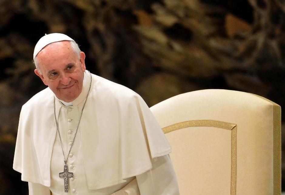 El Papa Francisco al momento de iniciar la reunión con los niños del hospital pediátrico y dispensario Santa Marta. Foto AFP
