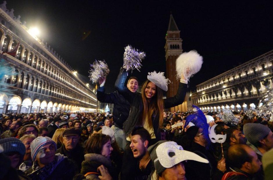 Los italianos salieron a las calles para recibir el 2014