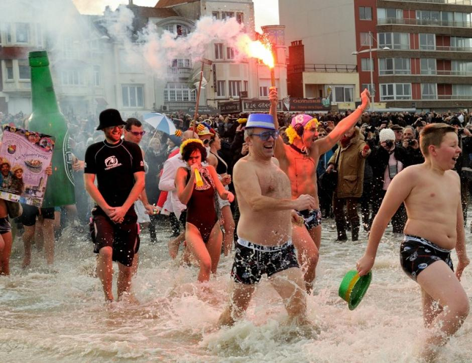 En Francia la gente se dio el tradicional baño de año nuevo