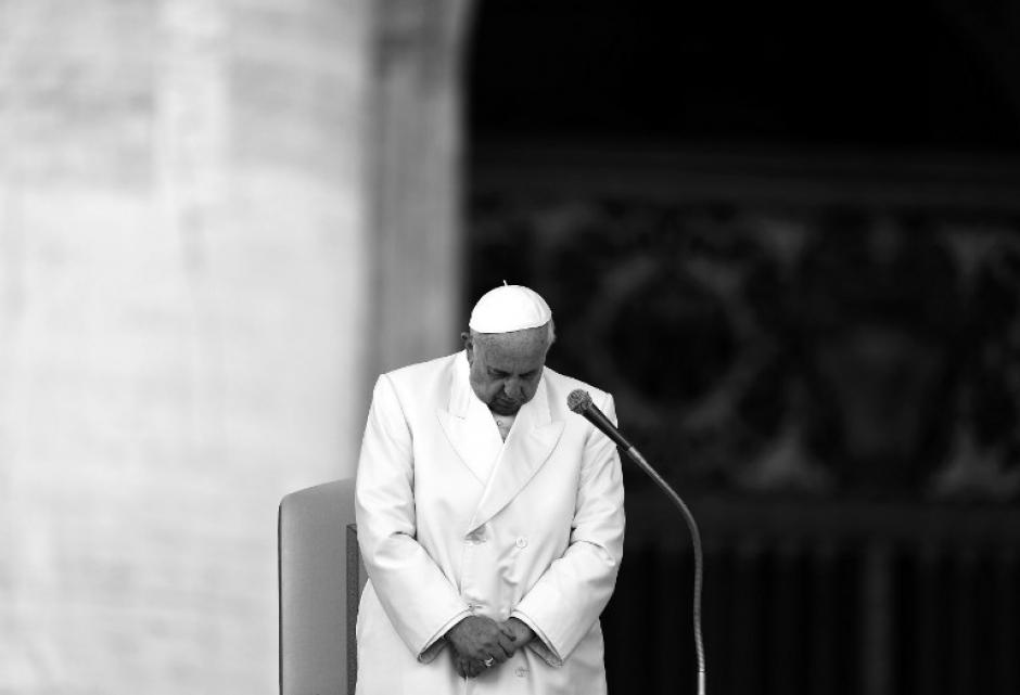 El papa Francisco denunció los últimos escándalos de la iglesia y pidió a la comunidad católica que se sintiera avergonzada.