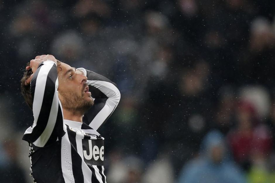 Los jugadores de la Juventus de Turín no pueden contra la Roma. (AFP)