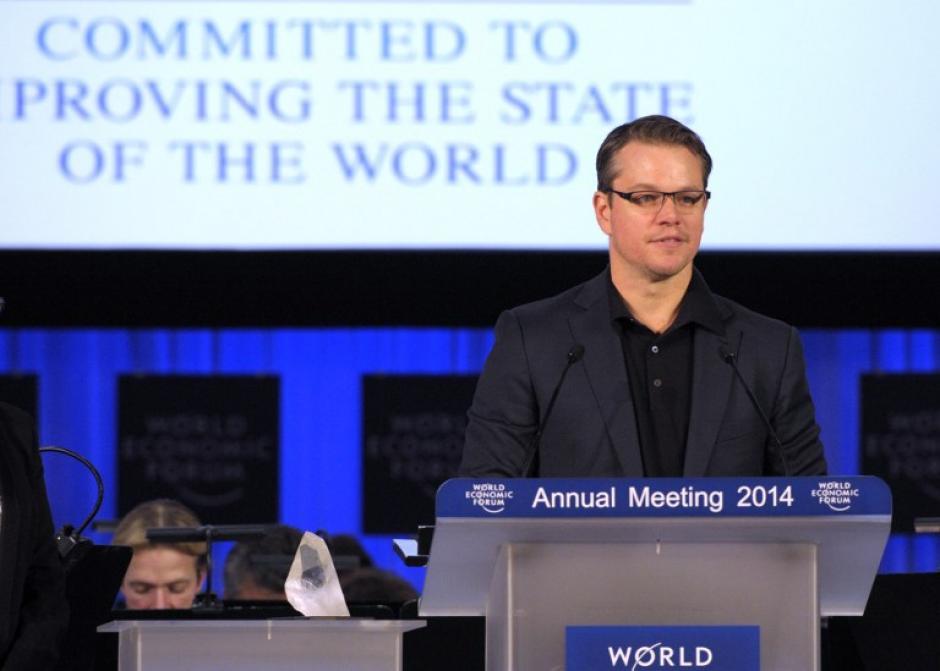 """El actor Matt Damon fue premiado en Davos con el premio """"Cristal"""" por su labor en proyectos de inserción de agua potable en diferentes naciones de Africa y Asia. Foto AFP"""
