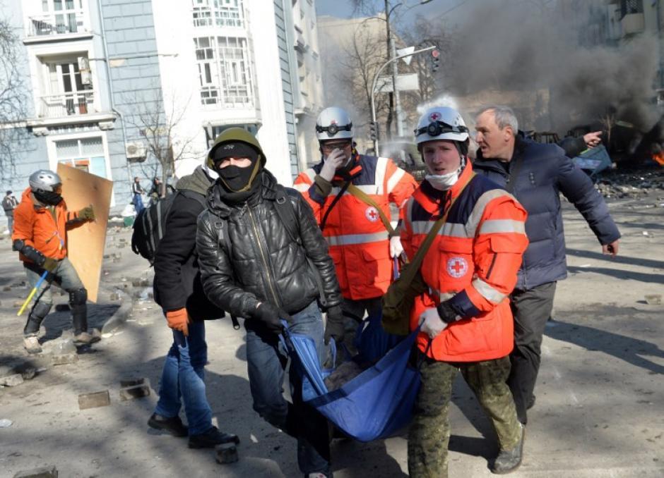Los policías lanzaron balas de goma a los manifestantes. Foto AFP
