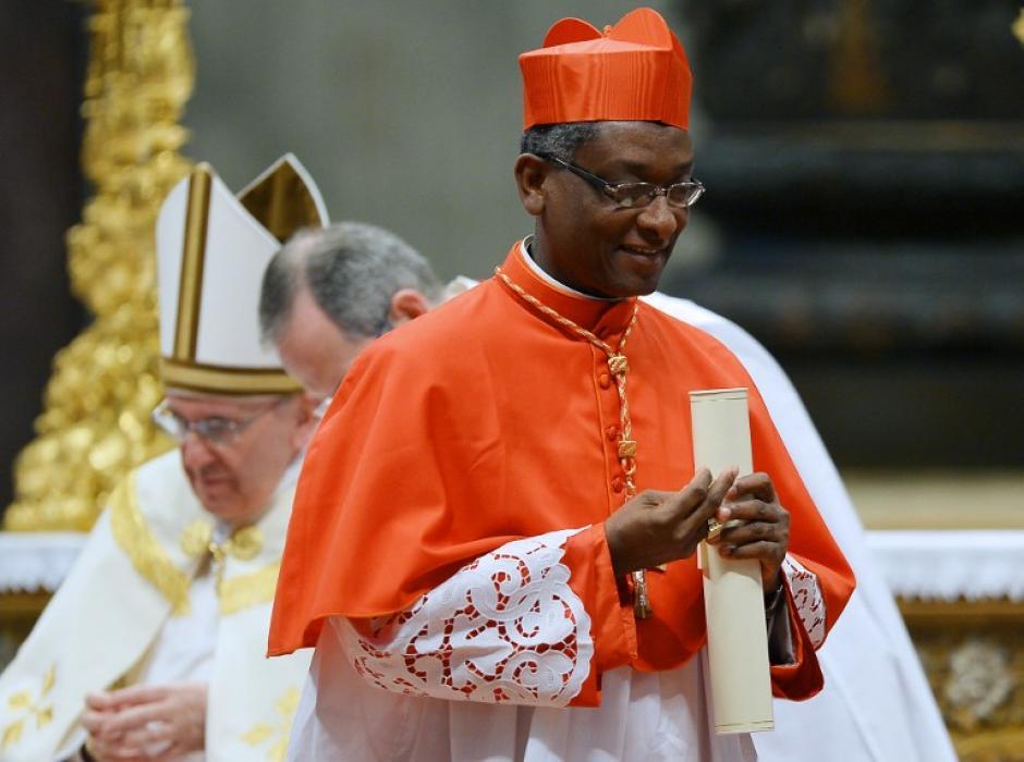 El cardenal haitiano Chibly Langlois se aleja luego de presentarse ante el papa Francisco