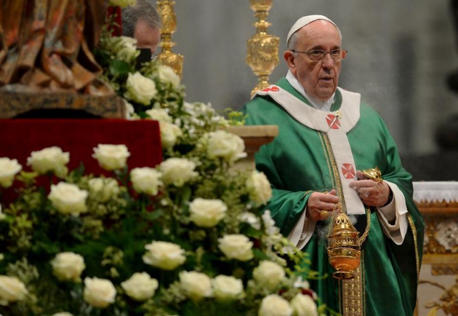 El Papa Francisco busca obtener respuestas sobre la convivencia antes del matrimonio, las uniones de hecho, o la concesión de los sacramentos a los divorciados que se han vuelto a casar