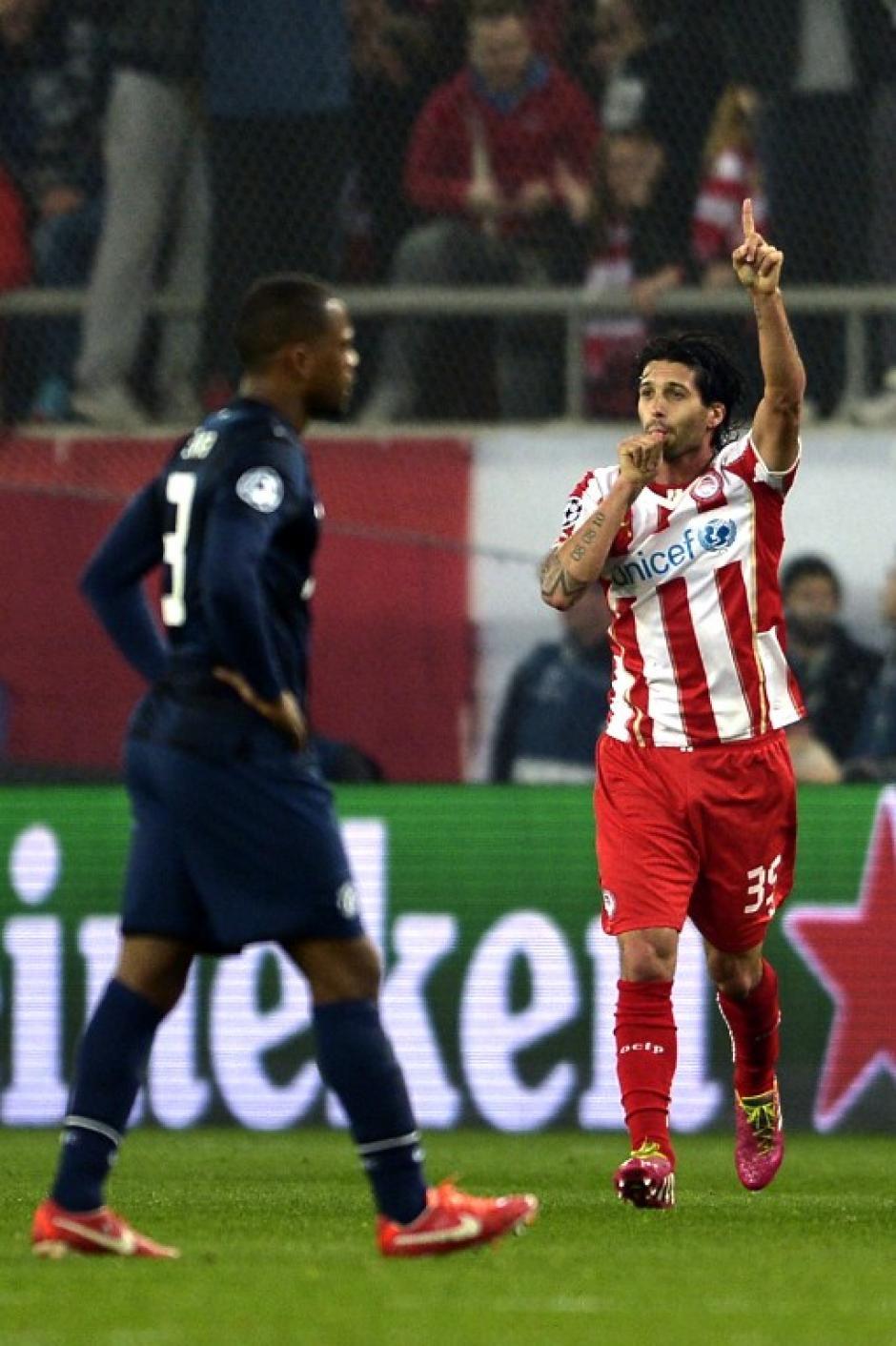 El Chori Domínguez abrió el marcador en Grecia. (Foto: AFP)