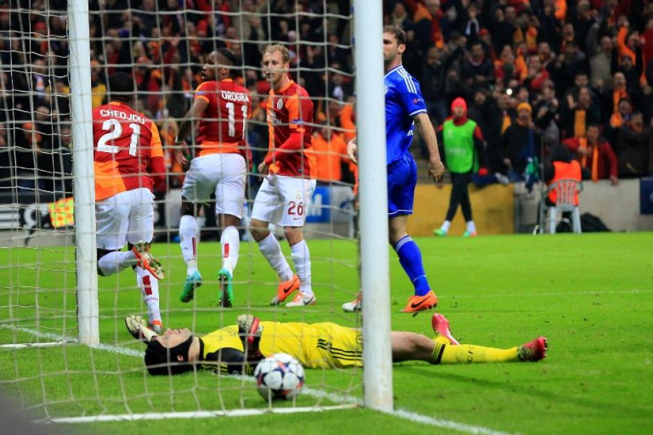 Chedjou puso el 1-1 definitivo al minuto 64 en Estambul. (Foto: AFP)