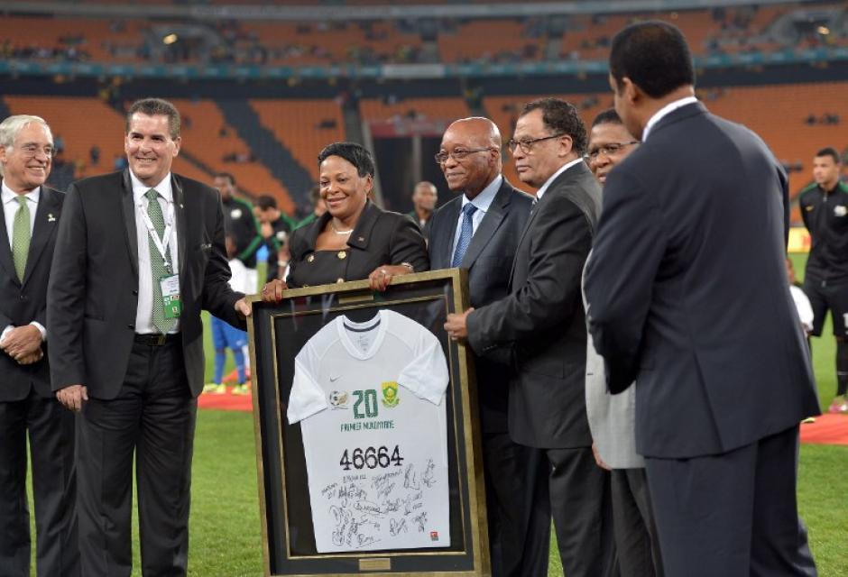 El presidente sudafricano Jacob Zuma entregó un reconocimiento a los visitantes. (Foto: AFP)