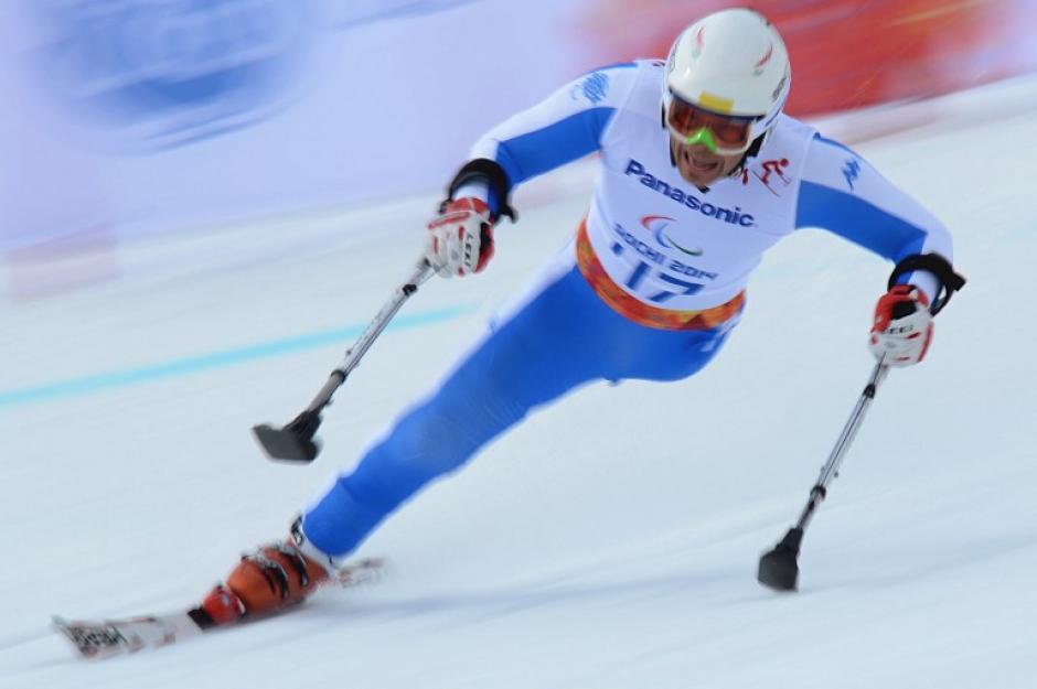 """Christian Lanthaler, de Italia, compite en la prueba de """"bajada"""" en los XI Juegos Paralímpicos de Invierno en Sochi. (Foto: AFP)"""
