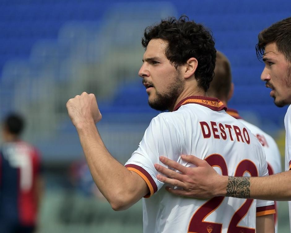Mattia Destro anotó el triplete que le dio a la Roma la victoria como visitante por 3-1 ante el Cagliari