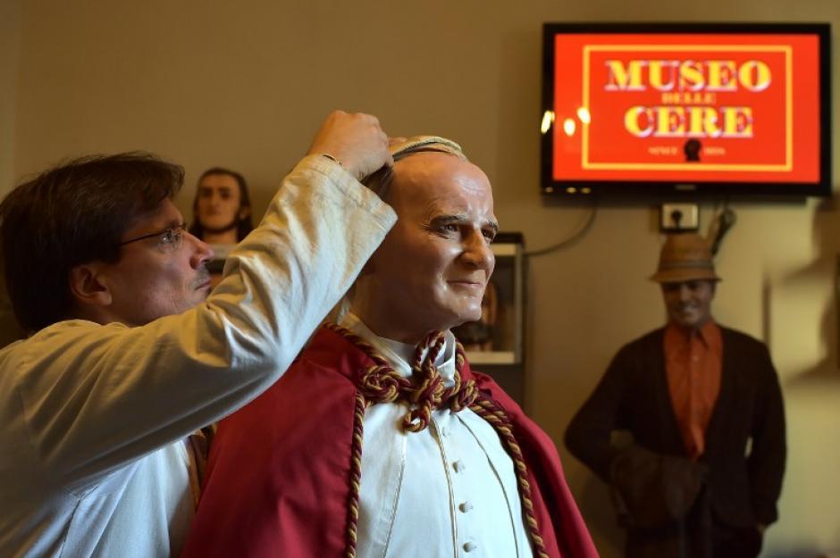 Roma tiene dos nuevos huespedes, en una misma sala del museo de Roma se pueden visitar 4 papas, incluido el papa Francisco. (Foto: AFP)