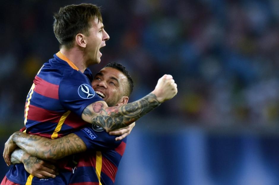 Messi y Dani Alves lucieron completamente recuperados en el primer partido oficial del Barcelona luego de las vacaciones de medio año. (Foto: AFP)