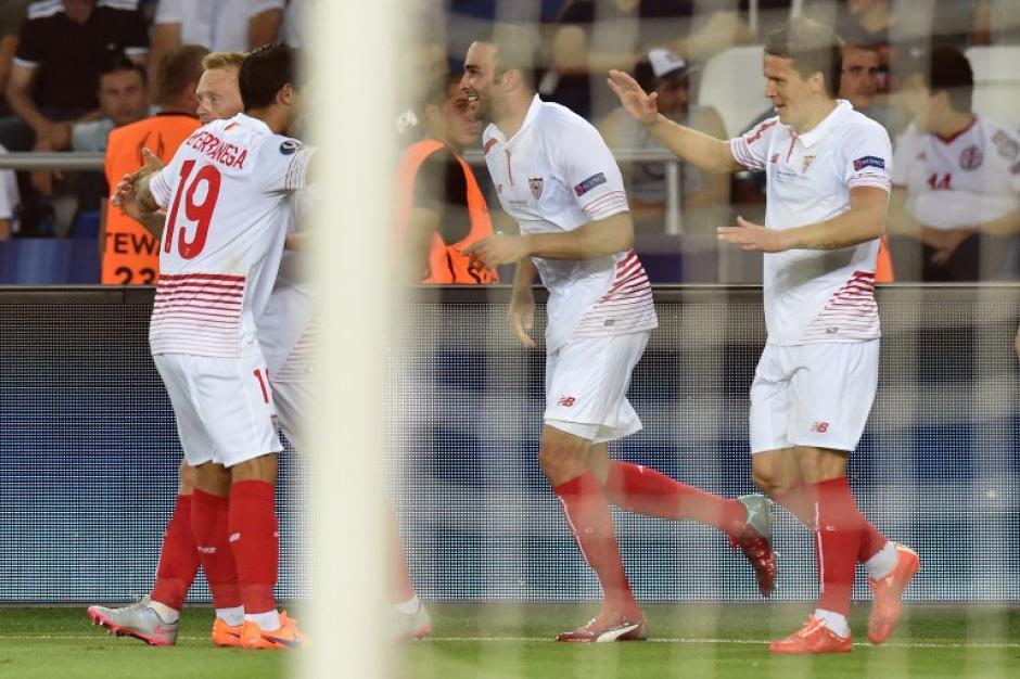 Yevhen Konoplyanka fue otro de los anotadores del Sevilla. (Foto: AFP)