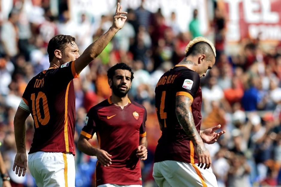 Totti fue ovacionado por los aficionados asistentes