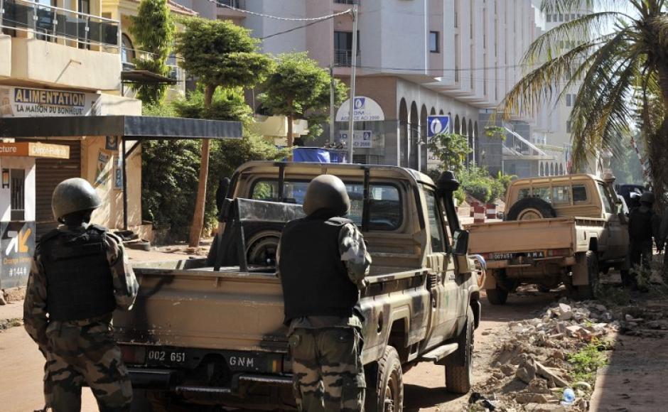 Tres rehenes, todos extranjeros, resultaron muertos en circunstancias aún sin precisar en este ataque en la capital de Malí. (Foto: AFP)