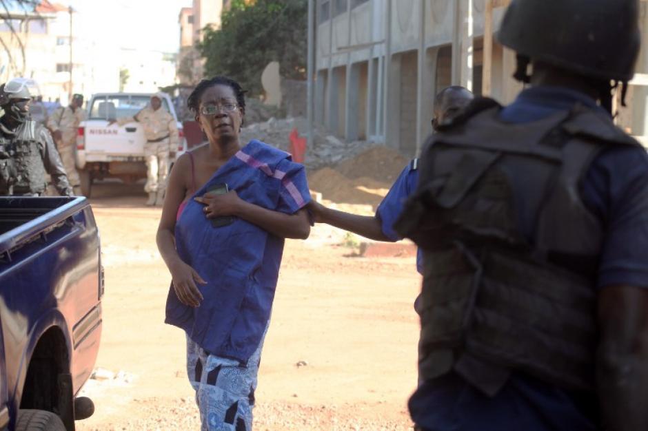Tres personas murieron en el hotel Radisson de Bamako en una operación comando que tomó 170 rehenes, decenas de los cuales fueron liberados en un asalto de las fuerzas de seguridad malienses. (Foto: AFP)