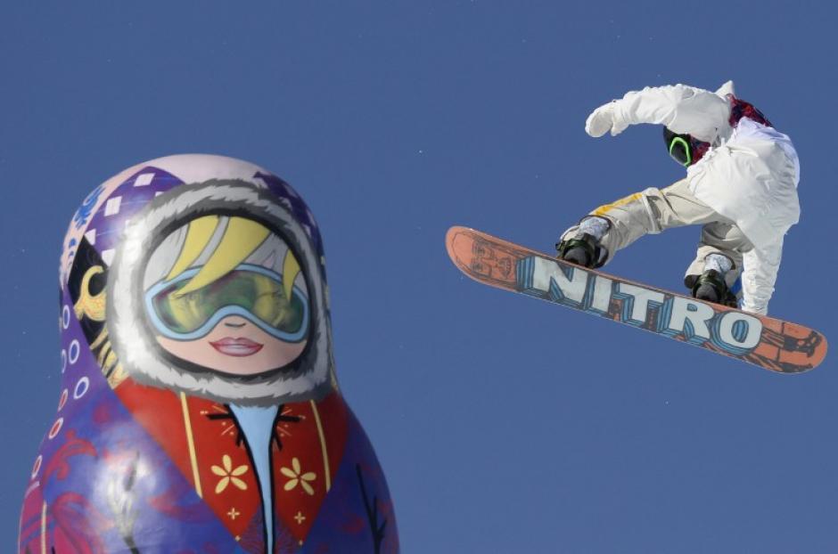 """Este jueves se celebraron las rondas de clasificación de """"Slopestyle"""" masculino y femenino de snowboard en Sochi. (Foto: Franck Fife/AFP)"""