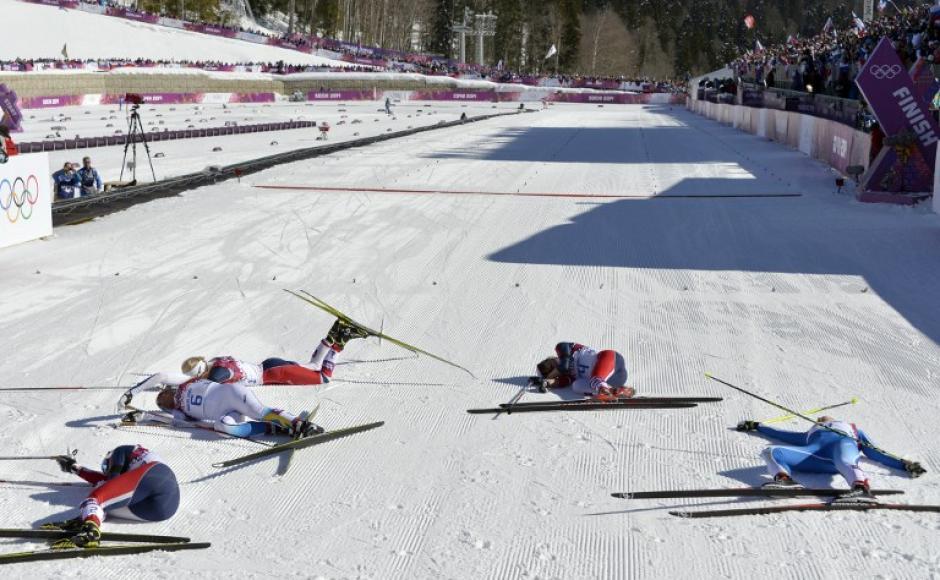 Esquiadoras de Noruega, Suecia y Finlandia, tras participar en la competencia de cross-country de esquí