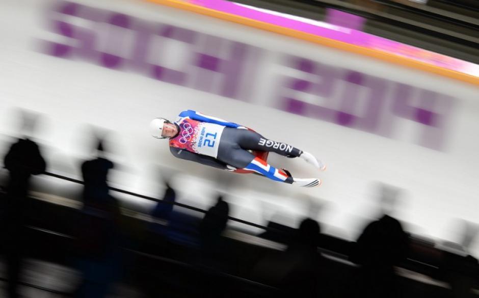 El noruego Jo Alexander durente la competencia masculina individual de Luge