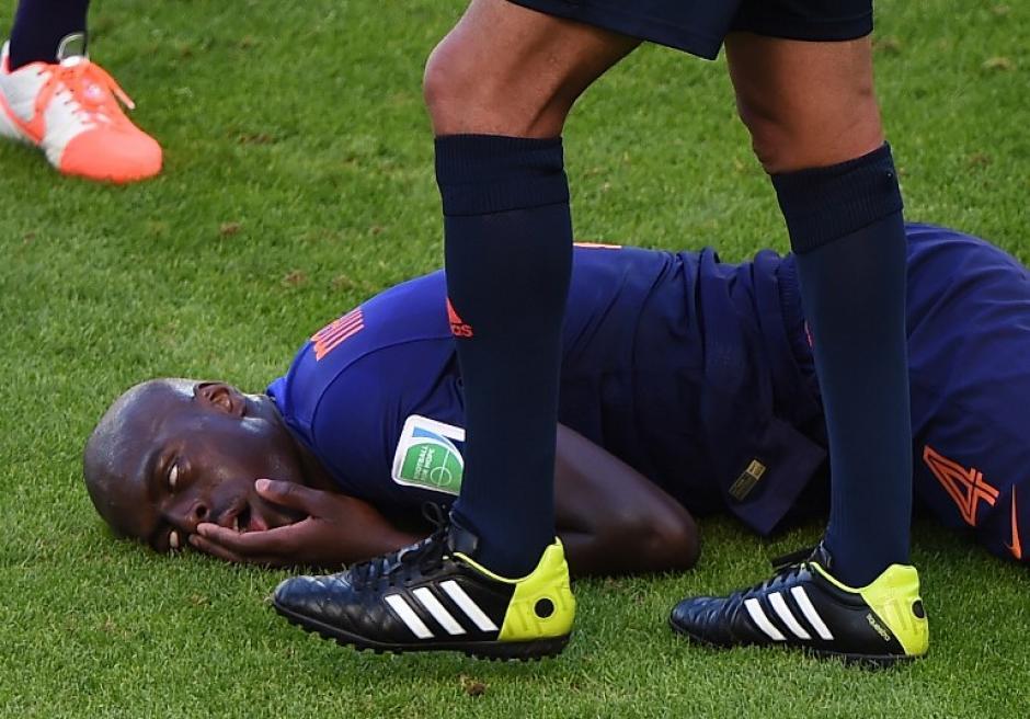 Bruno Martins quedó conmocionado tras un choque en el duelo Holanda - Australia. (Foto: AFP)