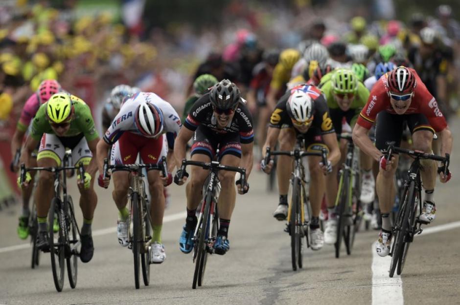 Una de las postales del esprint en Valence del Tour de France. (Foto: AFP)