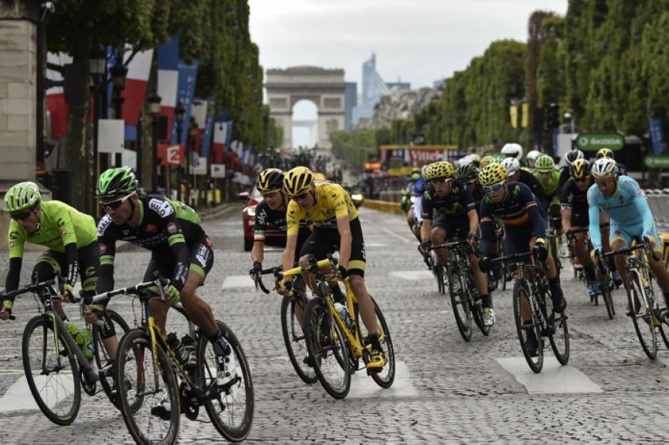 El doble campeón captado durante la última etapa con destino en París. (Foto: AFP)