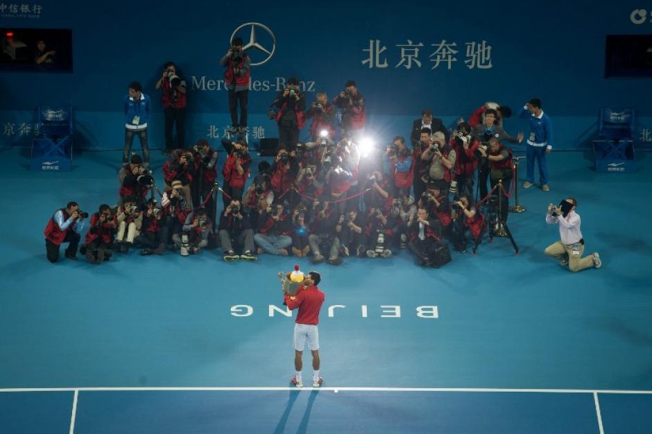 Novak Djokovic se impuso a Rafael Nadal en el Torneo de tenis de Pekín. (AFP)