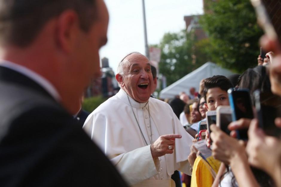 Francisco llega a Nuestra Señora Reina de los Ángeles School en East Harlem, en Nueva York. (Foto: AFP/Eric Thayer)