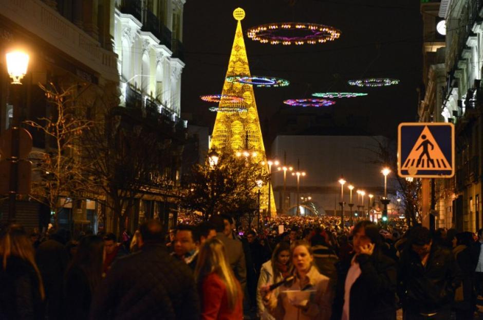 La Puerta del Sol en Madrid, España es el lugar favorito de los madrileños para las celebraciones del año nuevo. Foto AFP