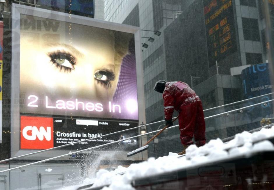 En Nueva York, se anunció una alerta por tormentas desde el mediodía del martes hasta las 6 de la mañana del miércoles, con un pronóstico de hasta 30 centímetros de nieve en la región metropolitana.