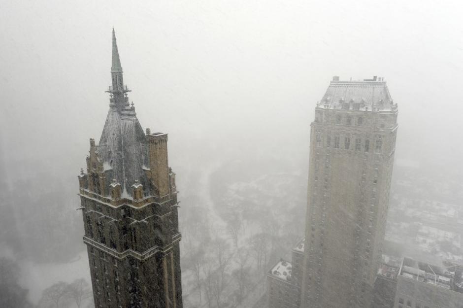 Se espera que caiga suficiente nieve en la capital estadounidense como para convertir la hora pico de la tarde en una pesadilla de tráfico, mientras la tormenta sigue su camino hacia Nueva York y los estados de Nueva Inglaterra en el noreste. (AFP)
