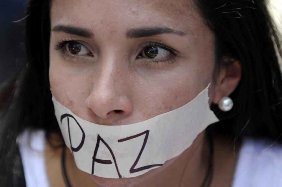 El presidente venezolano dice que habrá paz en Venezuela, pero los manifestantes que invaden las calles interpretan los discursos y acciones de Maduro como una mordaza. (Foto: AFP)