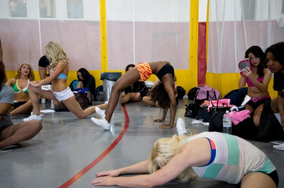 Las aspirantes al primer equipo de porristas deben de tener felixibilidad, pues este equipo es el único que realiza acrobacias en sus presentaciones. (Foto: AFP/Nicholas Kamm)