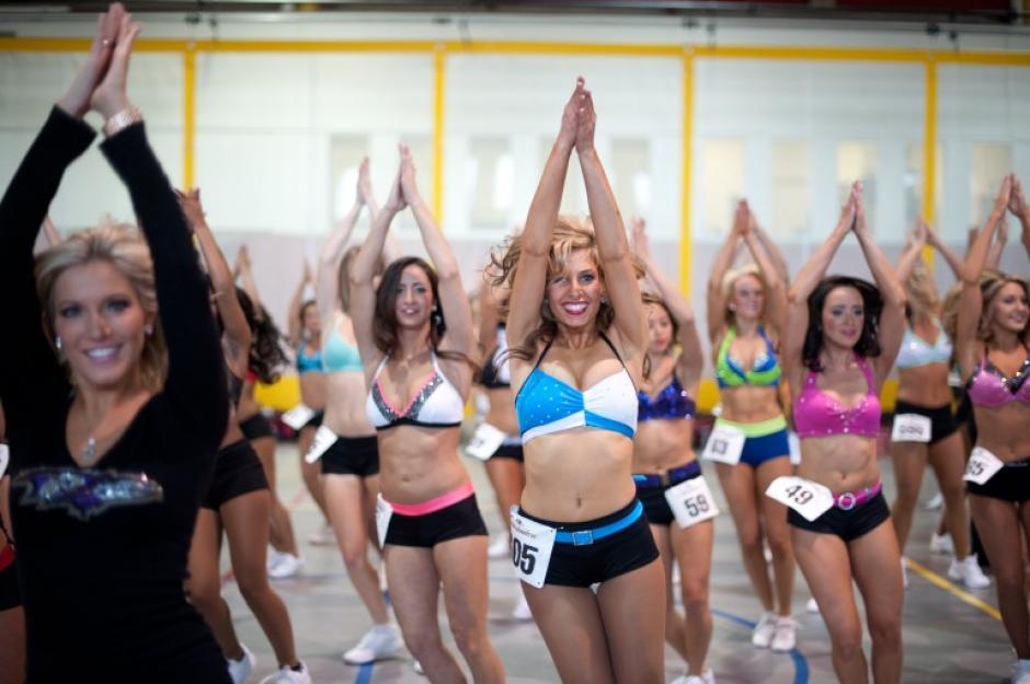 Ellas deben practicar diferentes coreografías durante las diferentes sesiones de trabajo. (Foto: AFP/Nicholas Kamm)