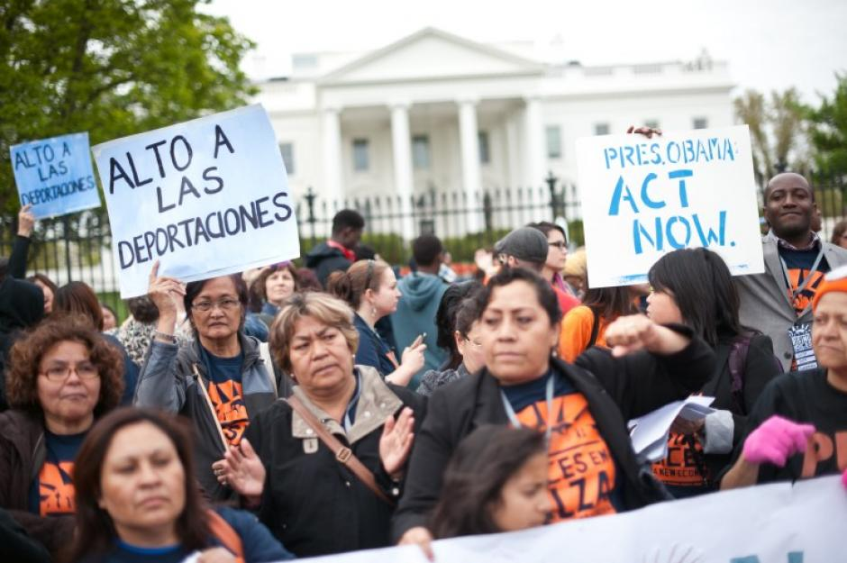 Decenas de migrantes protestaron en Estados Unidos en el día del trabajo, aunque en esa nación se celebra hasta septiembre. (Foto:AFP)