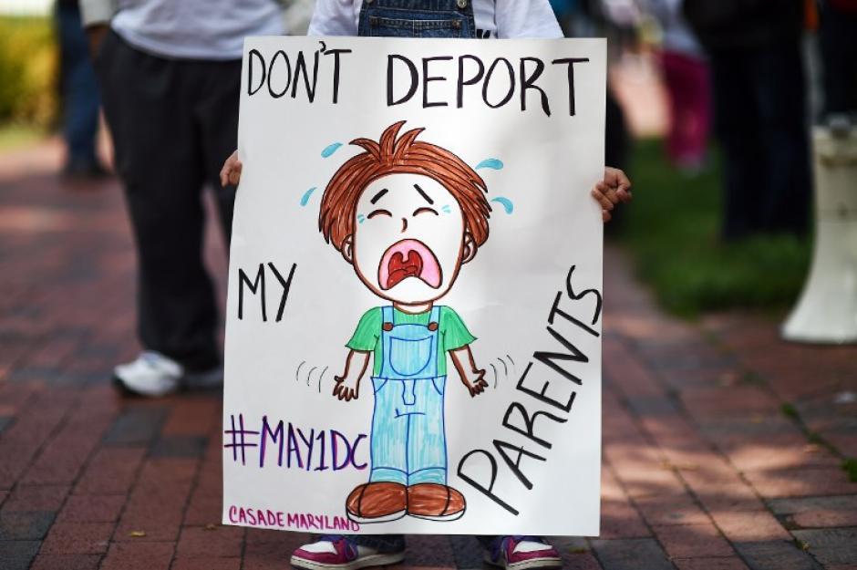 """La demanda de la marcha que se realizó en varias ciudades de EE.UU fue """"Ni una deportación más"""". (Foto:AFP)"""